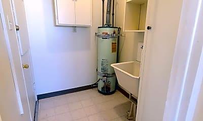 Bathroom, 3514 E 4th St, 2