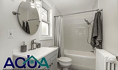 Bathroom, 2850 Shaffer Ave, 2