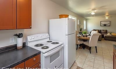 Kitchen, 4251 Grandview Ave, 2