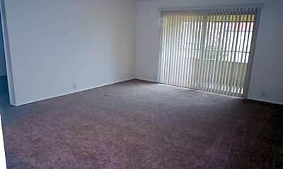 Living Room, 507 N Arthur St, 1