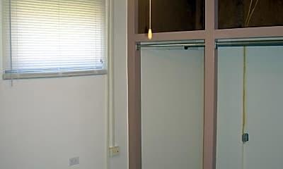 Bathroom, 427 W Adams Rd, 2
