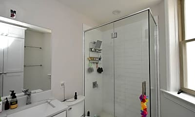 Bathroom, 647 W Roscoe St, 2