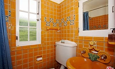 Bathroom, 643 Palisades Beach Rd, 2