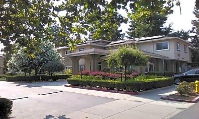 Casa De Los Amigos, 2