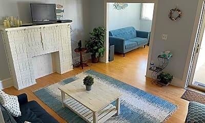 Living Room, 115 N Newport Ave, 1
