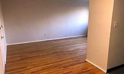 Living Room, 3805 Itaska St, 1