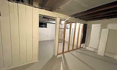 Bathroom, 2716 N Bootz Ave, 2