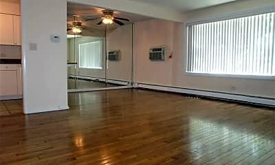 Living Room, 510 W Eastman St 1E, 1