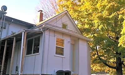 Building, 1122 N Madison St, 1