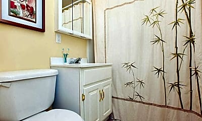 Bathroom, Greenbush Station Apartments, 2