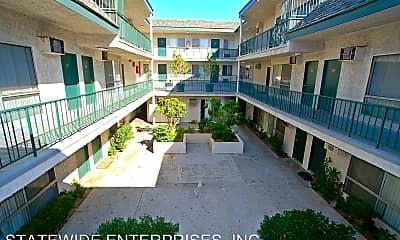 Building, 20431 Saticoy St, 1