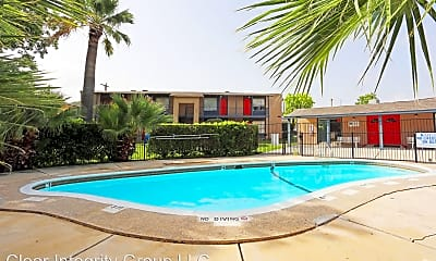 Pool, 11300 Roszell St, 1