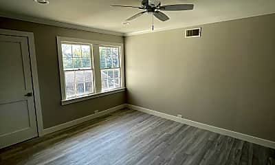 Living Room, 4407 University Blvd, 1