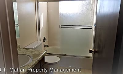 Bathroom, 211 Brosnan Ct, 2