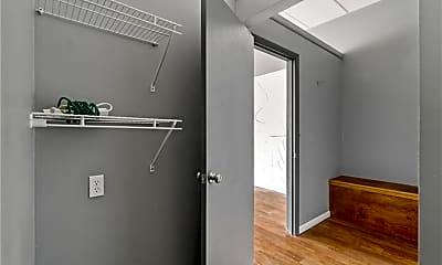 Bathroom, 7915 W Gulf to Lake Hwy, 2