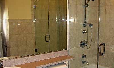 Bathroom, 4539 N Albany Ave, 2