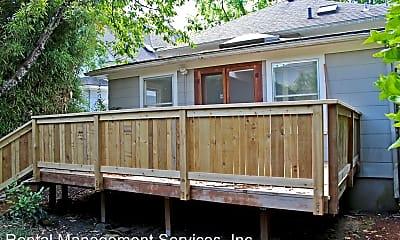 Building, 2345 SE Salmon St, 2