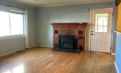 Living Room, 400 Shady Ln, 1