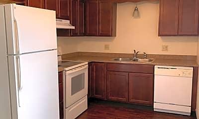 Kitchen, 300 Maplewood Dr, 1