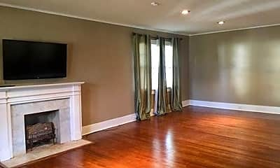 Living Room, 651 W Oak Ave, 1