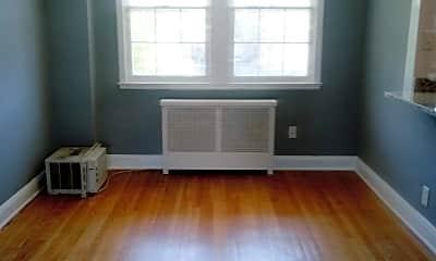 Living Room, 631 Tolna St, 1