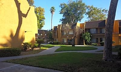 Saint Andrew Gardens, 2