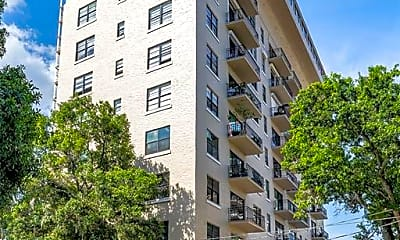 Building, 2109 Bayshore Blvd 210, 2