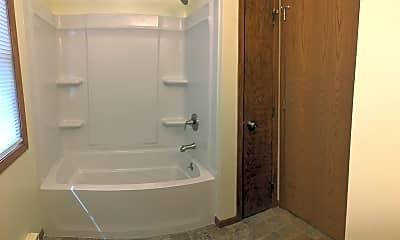 Bathroom, 334 4th St N, 2