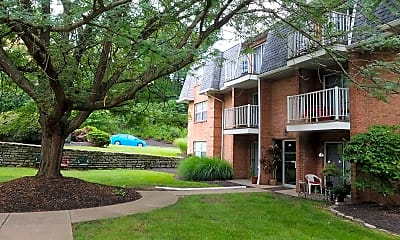 Churchill Apartments, 2