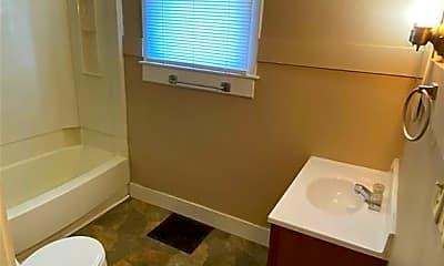 Bathroom, 926 W Charles St, 2
