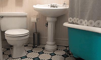 Bathroom, 2004 W Cortland St, 2