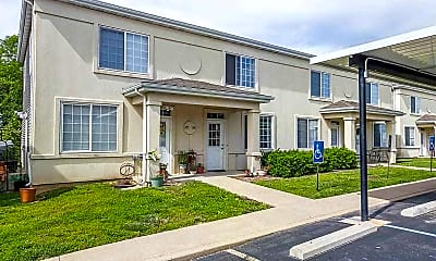 Building, Oak Point Townhomes, 1