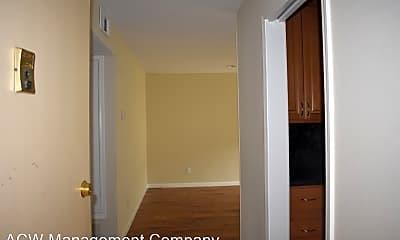 Living Room, 315 E Okeefe St, 1