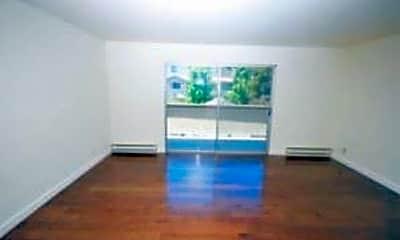 Living Room, 425 Walnut St, 1