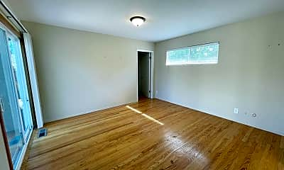 Living Room, 315 W Portola Ave, 1