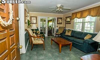Living Room, 1136 Forbes Ave, 1