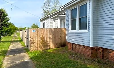 Building, 1001 N Craven St, 1