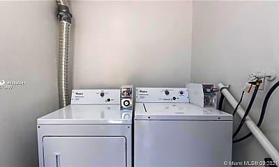 Bathroom, 2435 Van Buren St 5A, 2