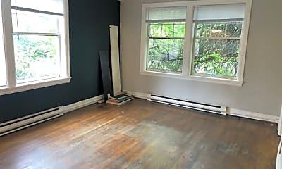 Living Room, 616 E Thomas St, 1