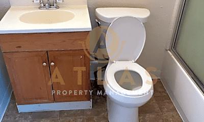 Bathroom, 640 W Park St, 2
