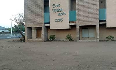 Los Robles, 1
