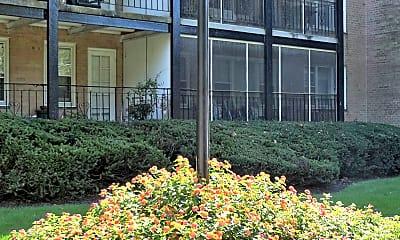 Landscaping, Barrcrest Apartment Homes, 2
