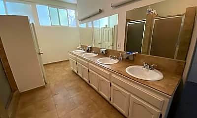Bathroom, 2715 Portland St, 2