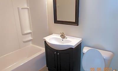 Bathroom, 18540 Oakwood Ave, 2