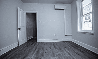 Bathroom, 2858 N Ringgold St, 2