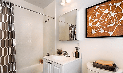 Bathroom, 25 Sherman Rd, 2