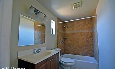Bathroom, 2113 W 3rd St, 2