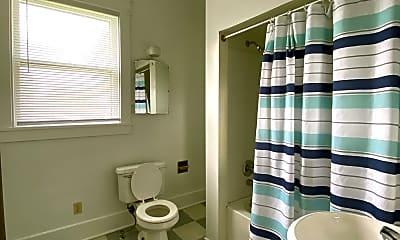 Bathroom, 307 E Nuckols St, 2