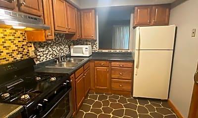 Kitchen, 109 College Park Dr, 1