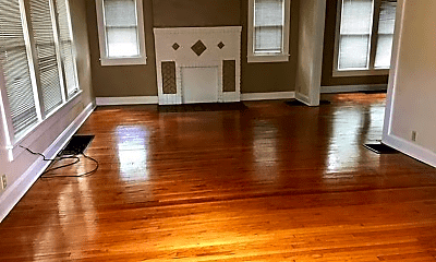 Living Room, 712 E Cottage Grove Ave, 1